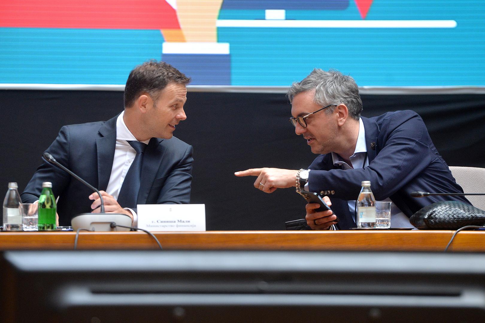 Ministar finansija Sinisa Mali obratio se na konferenciji za novinare posvecenoj novom modelu fiskalizacije u Srbiji. Demonstracija rada novog uredjaja za izdavanje fiskalnih racuna